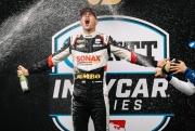 Rinus VeeKay viert zijn overwinning op de Indianapolis Motor Speedway
