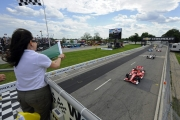 Scott Dixon leidt de start in Detroit