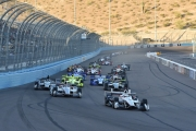 De start van de race op de Phoenix International Raceway