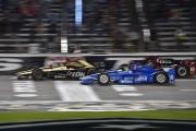 James Hinchcliffe, Tony Kanaan en Graham Rahal strijden om de overwinning op de Texas Motor Speedway