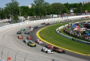 De start van de IndyCar Series race op de Milwaukee Mile